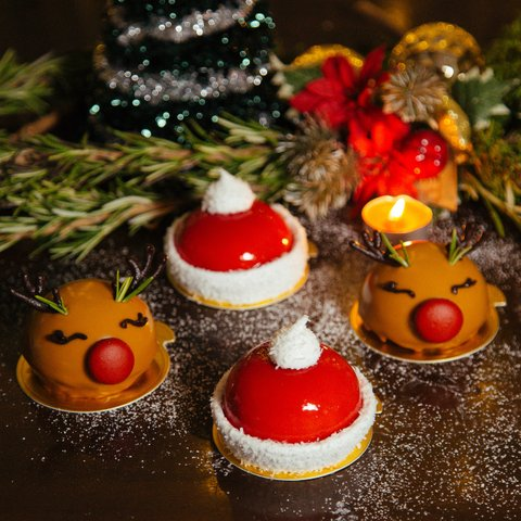Reindeer and Santa Hat Mousse Cakes (Assorted box of 8)