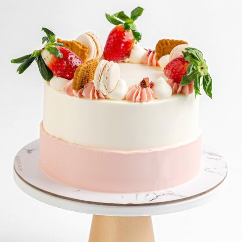 Strawberry Speculoos Cake